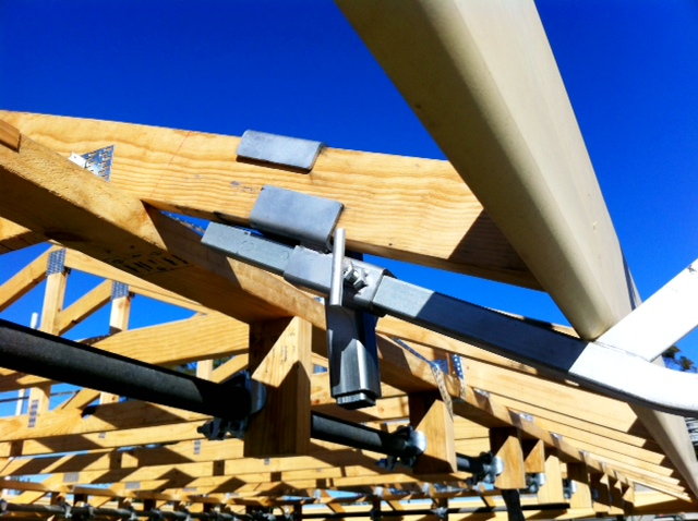 Under rafter bracket - roof edge protection